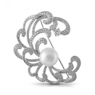 Брошь из серебра с жемчугом и фианитами