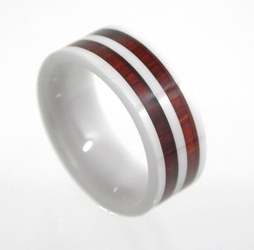 Кольцо из серебра с красным деревом и керамикой